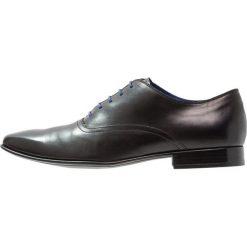 Azzaro NOBODAR Eleganckie buty noir. Czarne buty wizytowe męskie Azzaro, z materiału, na sznurówki. W wyprzedaży za 482,30 zł.