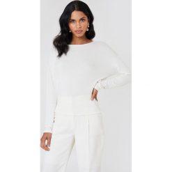 NA-KD Sweter z wiązaniem z tyłu - White. Szare swetry klasyczne damskie marki NA-KD, z bawełny, z podwyższonym stanem. Za 100,95 zł.