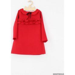 Sukienka z falbankami i kolnierzykiem. Czerwone sukienki dziewczęce z falbanami marki Pakamera, z tkaniny, z długim rękawem, długie. Za 129,00 zł.