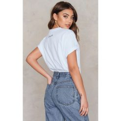 T-shirty damskie: Vanessa Moe x NA-KD Oversizowy t-shirt – White