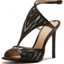 Sandały w kolorze czarnym. Czarne sandały damskie Stella Luna, w paski, z materiału, na obcasie. W wyprzedaży za 636,95 zł.