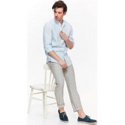 KOSZULA MĘSKA LNIANA O LUŹNIEJSZYM KROJU ZE STÓJKĄ O. Niebieskie koszule męskie na spinki marki Reserved, m, ze stójką. Za 49,99 zł.