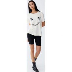 Koszulka z Myszką Miki i napisem. Szare t-shirty damskie Pull&Bear, z napisami. Za 59,90 zł.