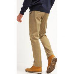 Chinosy męskie: DOCKERS PACIFIC FIELD Spodnie materiałowe khaki
