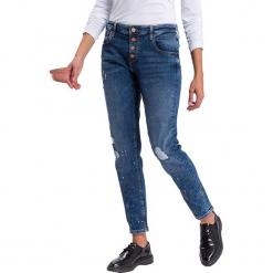 """Dżinsy """"Gwen"""" - Loose fit - w kolorze niebieskim ze wzorem. Niebieskie spodnie z wysokim stanem marki Cross Jeans, z aplikacjami. W wyprzedaży za 136,95 zł."""
