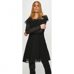 Pepe Jeans - Sukienka Maia. Czarne długie sukienki Pepe Jeans, na co dzień, m, z jeansu, casualowe, z okrągłym kołnierzem, z długim rękawem, rozkloszowane. Za 299,90 zł.