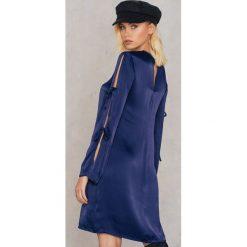 Sukienki hiszpanki: Andrea Hedenstedt x NA-KD Sukienka w kratkę marszczona – Navy