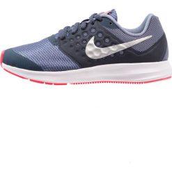 Nike Performance DOWNSHIFTER 7  Obuwie do biegania treningowe thunder blue/metallic silver/dark sky blue/racer pink. Czarne buty sportowe dziewczęce marki Nike Performance, z materiału, na golfa. W wyprzedaży za 159,20 zł.