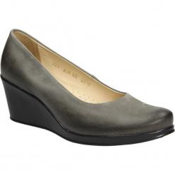 Półbuty popielate z nubuku na koturnie Casu 3147. Szare buty ślubne damskie marki Casu, z nubiku, na koturnie. Za 159,99 zł.