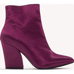 Botki damskie lity: NA-KD Shoes Satynowe botki na średnim obcasie - Purple