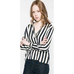 Wrangler - Bluzka. Szare bluzki nietoperze marki Wrangler, na co dzień, m, z nadrukiem, casualowe, z okrągłym kołnierzem, mini, proste. W wyprzedaży za 149,90 zł.