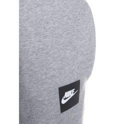Nike Performance FLC CLUB Spodnie treningowe dgh. Czarne spodnie chłopięce marki Nike Performance, z bawełny. W wyprzedaży za 141,75 zł.