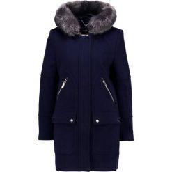 Carolina Cavour Płaszcz wełniany /Płaszcz klasyczny uniform navy. Niebieskie płaszcze damskie pastelowe Carolina Cavour, xl, z materiału, klasyczne. W wyprzedaży za 626,45 zł.
