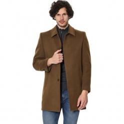 Płaszcz w kolorze jasnobrązowym. Brązowe płaszcze zimowe męskie AVVA, Dewberry, m. Za 539,95 zł.