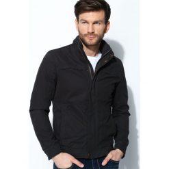 Czarna Kurtka Awesome Thing. Czarne kurtki męskie marki Born2be, l, z aplikacjami, z dresówki. Za 134,99 zł.