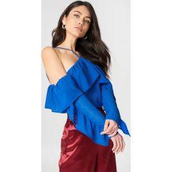 Bluzki asymetryczne: NA-KD Trend Bluzka z falbanką na rękawach - Blue