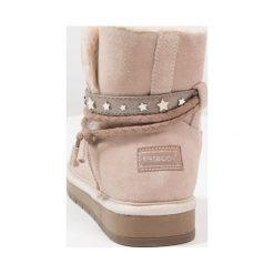 Friboo Botki rose. Czerwone buty zimowe damskie marki Friboo, z materiału. W wyprzedaży za 135,20 zł.