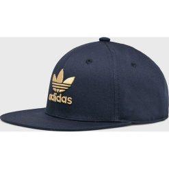 Adidas Originals - Czapka. Brązowe czapki z daszkiem damskie marki adidas Originals, z bawełny. Za 99,90 zł.