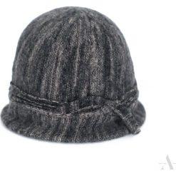 Czapka damska Klasyczny melanż czarna. Czarne czapki zimowe damskie marki Art of Polo, melanż. Za 61,09 zł.