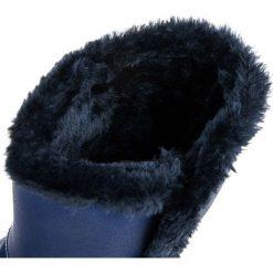 Buty zimowe damskie: Mukluki z guzikiem MACY