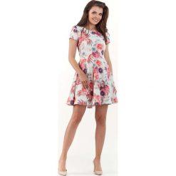 Sukienka w Kwiaty z Rozkloszowanym Dołem - Fuksja. Czerwone sukienki mini marki Molly.pl, na spotkanie biznesowe, l, w kwiaty, z krótkim rękawem, rozkloszowane. Za 138,90 zł.