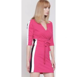 Sukienki: Fuksjowa Sukienka White Stripes