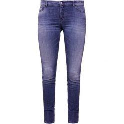 Emporio Armani Jeans Skinny Fit vintage denim. Niebieskie jeansy damskie relaxed fit marki Emporio Armani, z bawełny. W wyprzedaży za 359,55 zł.
