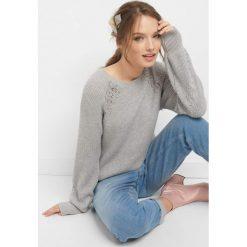 Prążkowany sweter z koronką. Szare swetry klasyczne damskie Orsay, s, z dzianiny, z okrągłym kołnierzem. Za 99,99 zł.