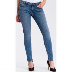 """Dżinsy """"Adriana"""" - Skinny fit - w kolorze błękitnym. Niebieskie rurki damskie marki Cross Jeans, z aplikacjami. W wyprzedaży za 113,95 zł."""
