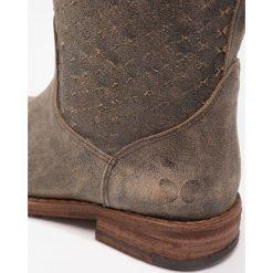 Felmini GREDO Kowbojki i obuwie motocyklowe tobacco. Szare buty zimowe damskie Felmini, z materiału. W wyprzedaży za 471,75 zł.