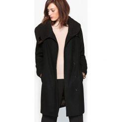 Płaszcze damskie pastelowe: Płaszcz z paskiem