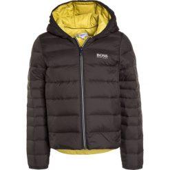 BOSS Kidswear Kurtka puchowa dunkelgrau. Szare kurtki chłopięce zimowe marki BOSS Kidswear, z materiału. W wyprzedaży za 551,20 zł.