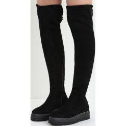 Czarne Kozaki Marengo. Czarne buty zimowe damskie marki Born2be, z materiału, z okrągłym noskiem, za kolano, na platformie. Za 129,99 zł.