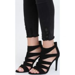 Czarne Sandały Semaphore. Czarne sandały damskie marki Born2be, w paski, na wysokim obcasie, na szpilce. Za 69,99 zł.