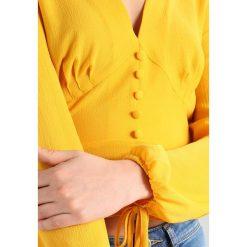 Miss Selfridge TEA TOP BLOUSE Bluzka ochre. Brązowe bluzki damskie marki Miss Selfridge, z elastanu. W wyprzedaży za 135,20 zł.