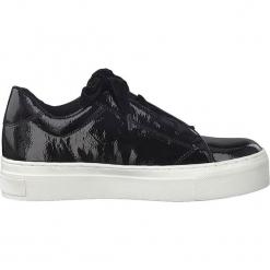 Sneakersy w kolorze czarnym. Czarne sneakersy damskie Marco Tozzi, z lakierowanej skóry. W wyprzedaży za 104,95 zł.