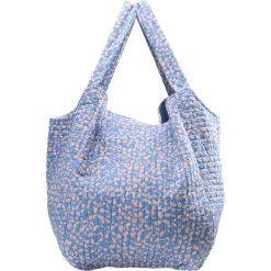 Becksöndergaard MANSION FLOURISH Torba na zakupy lichen blue. Niebieskie shopper bag damskie marki Becksöndergaard. Za 249,00 zł.