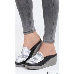 Czarne Klapki Think Differently. Czarne buty ślubne damskie Born2be, z materiału, na wysokim obcasie, na koturnie. Za 79,99 zł.