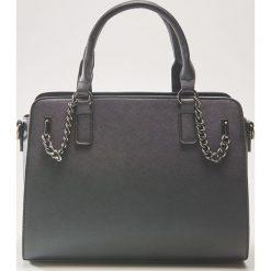 Torba tote z ozdobnymi łańcuchami - Czarny. Czarne torebki klasyczne damskie marki House. Za 99,99 zł.