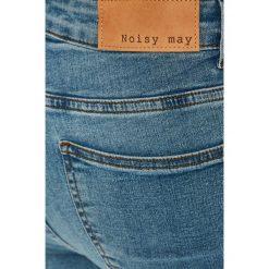 Noisy May - Jeansy Lucy. Niebieskie jeansy damskie rurki marki Noisy May, z bawełny. W wyprzedaży za 89,90 zł.