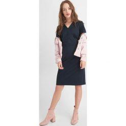 Sukienki: Sukienka z dekoltem V