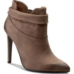 Botki CARINII - B3691 H28-000-PSK-A49. Brązowe buty zimowe damskie Carinii, z nubiku, na obcasie. W wyprzedaży za 249,00 zł.