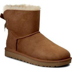 Buty UGG - W Mini Bailey Bow II 1016501 W/Che. Szare buty zimowe damskie marki Ugg, z materiału, z okrągłym noskiem. Za 899,00 zł.
