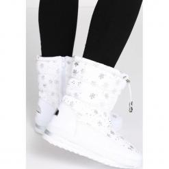 Białe Śniegowce Unseen. Białe buty zimowe damskie Born2be. Za 89,99 zł.