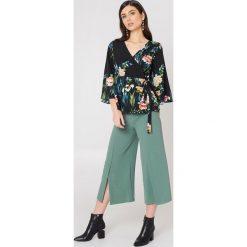 Spodnie z wysokim stanem: Rut&Circle Spodnie z rozcięciami Ofelia – Green