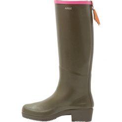 Aigle MISS JULIETTE Kalosze khaki/malaga. Brązowe buty zimowe damskie Aigle, z kauczuku. W wyprzedaży za 383,20 zł.
