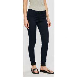 Pepe Jeans - Spodnie Pixie. Różowe jeansy damskie rurki marki Pepe Jeans, z gumy, na sznurówki. Za 359,90 zł.