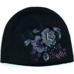Czapka damska Kaszmirowe kwiaty czarna (cz14227). Czarne czapki zimowe damskie marki BIG STAR, z gumy. Za 54,70 zł.
