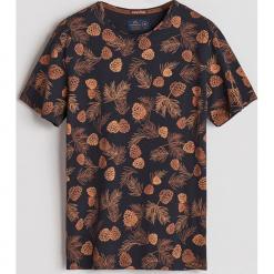 T-shirt z leśnym printem - Granatowy. Niebieskie t-shirty męskie Reserved, l. Za 49,99 zł.