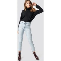 MANGO Jeansy mom - Blue. Zielone jeansy mom damskie marki Emilie Briting x NA-KD, l. Za 141,95 zł.